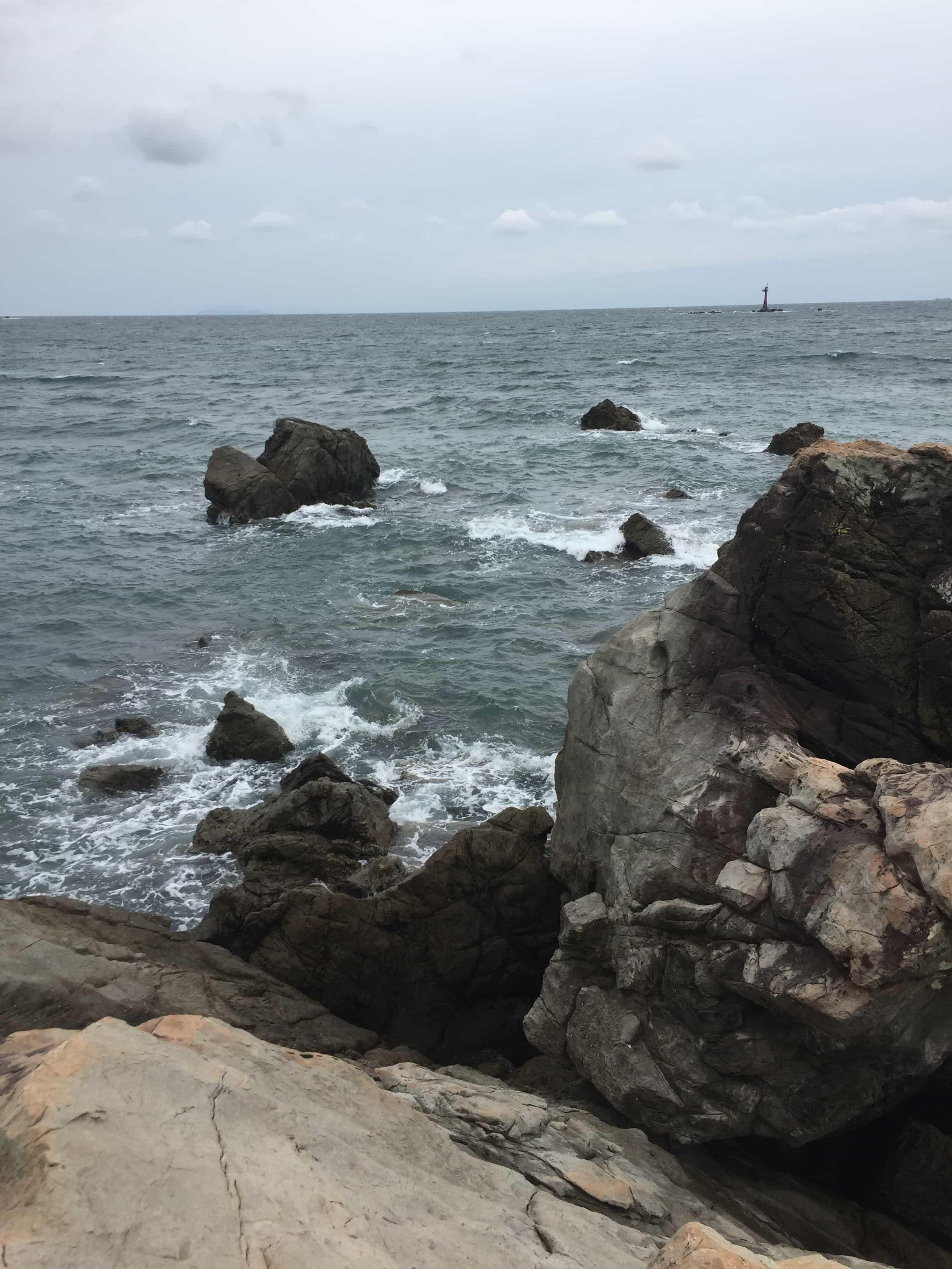 産湯崎の釣り場紹介、和歌山県中紀の濁り水潮と北風に強いエギング地磯