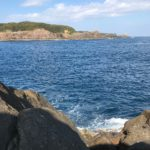 串本大島の北西風に強いショアジギングとエギングポイント須江崎ズログチの釣り場紹介、和歌山県南紀串本大島のドン深地磯
