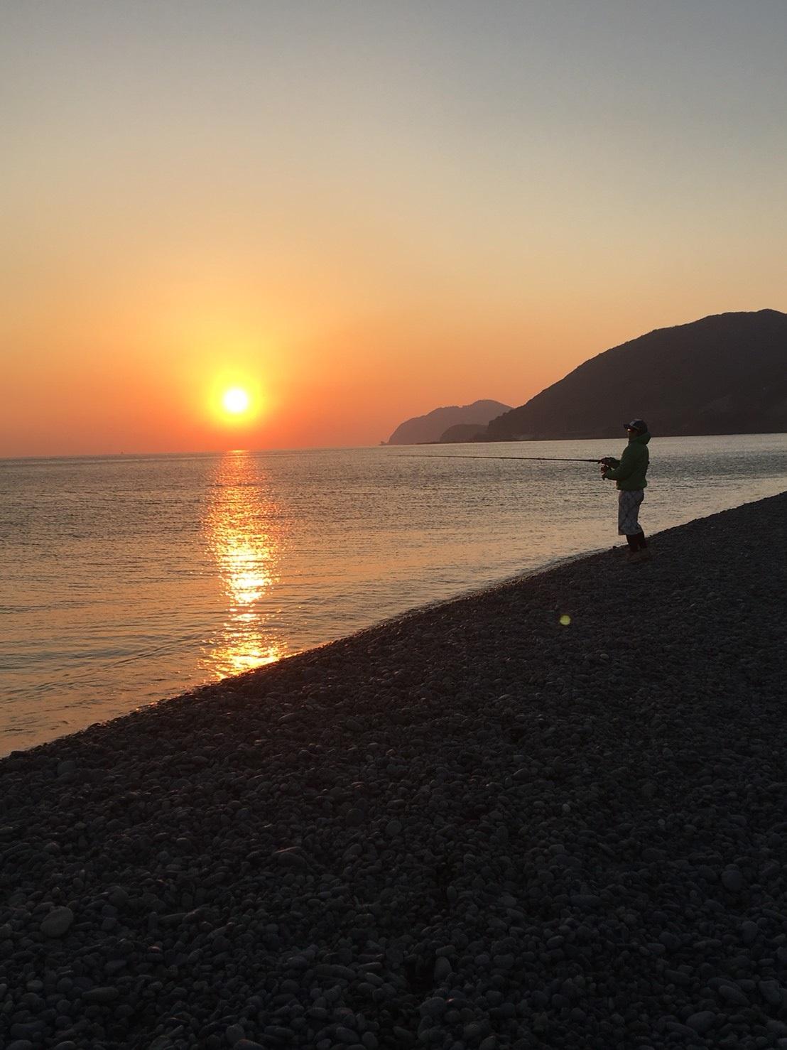 煙樹ヶ浜で夕焼けショアジギング