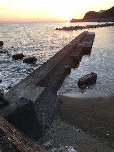 大引海水浴場横の堤防でエギング