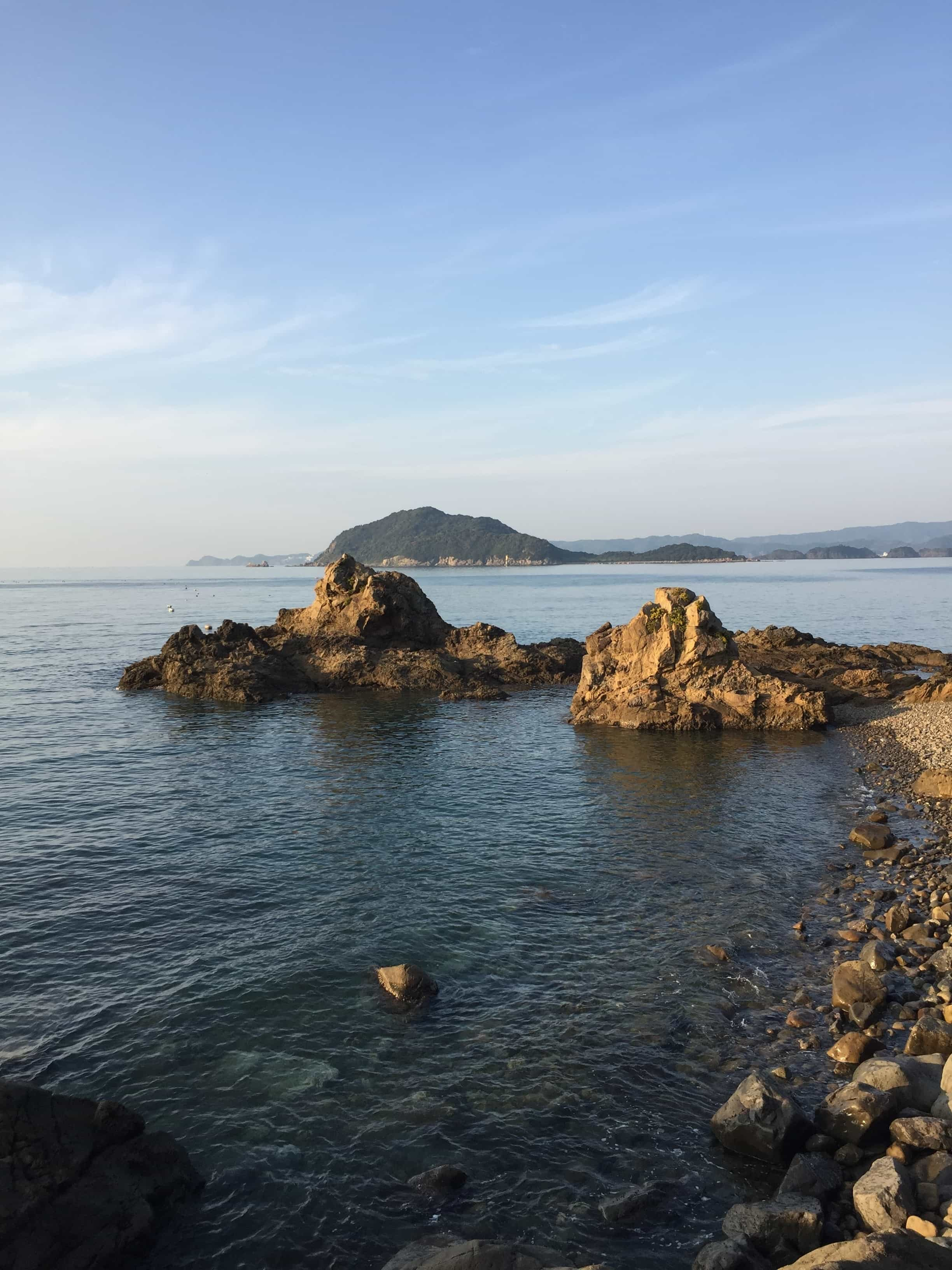 和歌山中紀の潮通しのいい深場エギングポイント、三尾川地磯の釣り場紹介、釣り人が少ない春イカ秋イカ狙いにオススメな隠れ地磯