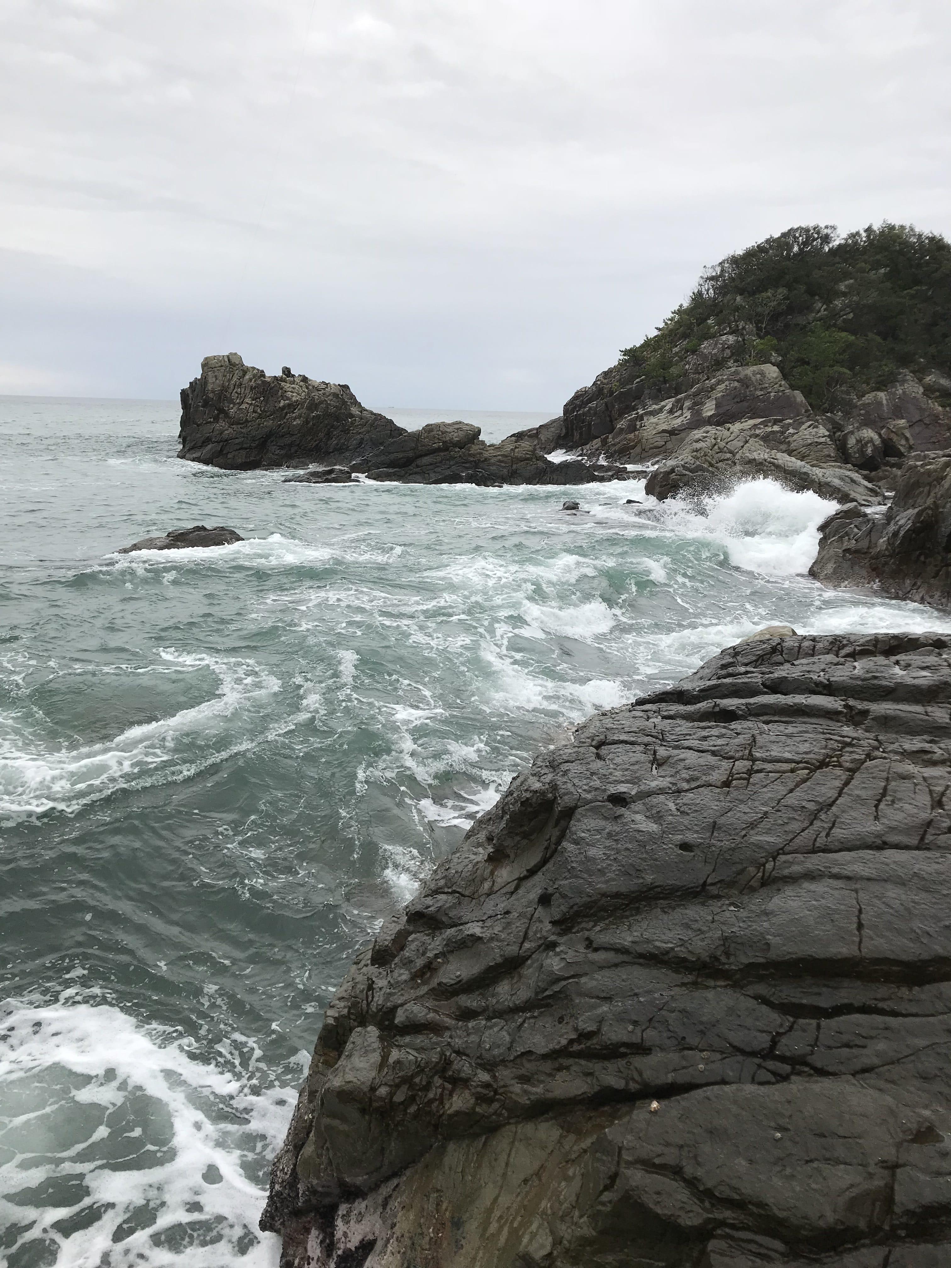 里野地磯の釣り場紹介、和歌山県南紀すさみの西風に強い冬場もアオリイカを狙えるエギングにオススメの地磯
