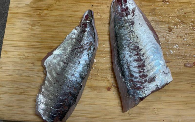 【料理】魚のウロコを飛び散らさずにとる方法(動画付き・魚をさばく)